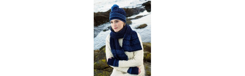 Hats and beanies  made of wool for woman and man with wool or racoon fur Pompom flower knit