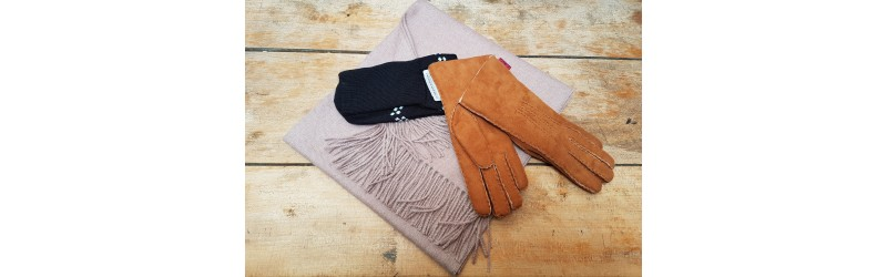 Fashion accessories: 2020 sales. Scarves, hats, gloves, mittens.